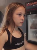 9岁女孩热爱健身 完成美国海军24小时魔鬼训练-搞笑-高清正版视频在线观看–爱奇艺
